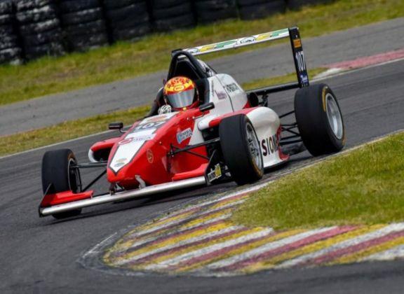 Chiapella tuvo su debut oficial en la Fórmula Renault 2.0