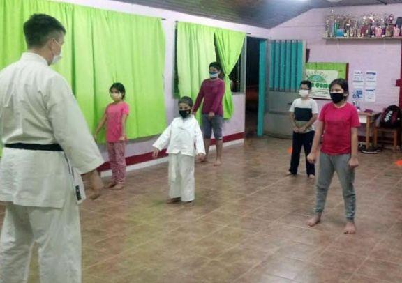 Comenzaron clases de Karate Do Shotokan en Jardín América