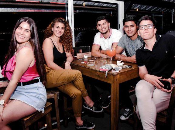 Micaela, Antonella, Matías, Marcelo y Horacio.