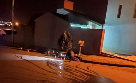 Alem: tres heridos graves tras choque entre motocicletas