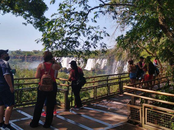 El Parque Nacional Iguazú seguirá habilitado únicamente para turismo interno