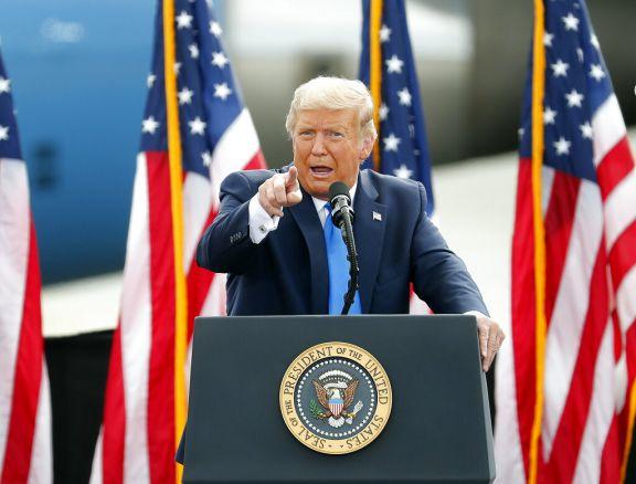 Trump amenazó a Facebook y Twitter por bloquear un artículo crítico contra Biden