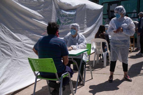 Confirmaron 421 muertes y 17.096 nuevos contagios
