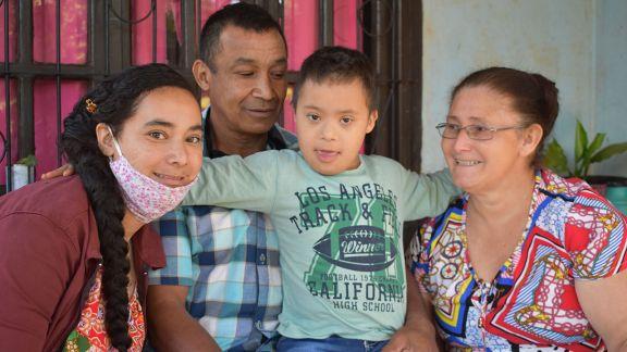 Ramona Bogarín y el sanador hábito de dar amor