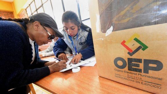 El Tribunal Electoral boliviano resolvió no dar datos preliminares de la elección