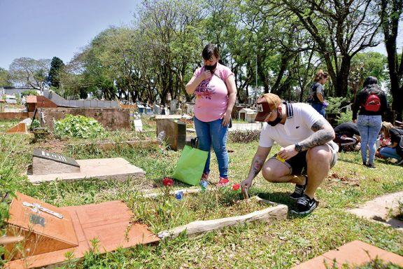 Casi 3 mil personas recordaron a sus madres en el cementerio