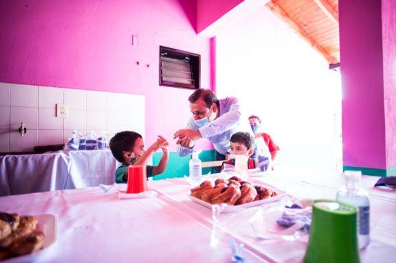 El Gobernador anunció asistencia destinada a aliviar gastos de servicios en comedores y merenderos