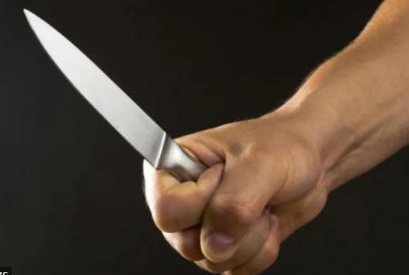 Lucha por su vida luego de ser atacado con un cuchillo