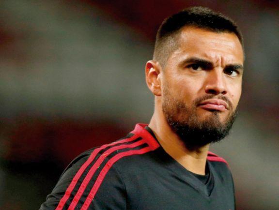 Romero, cada vez  más afuera del United