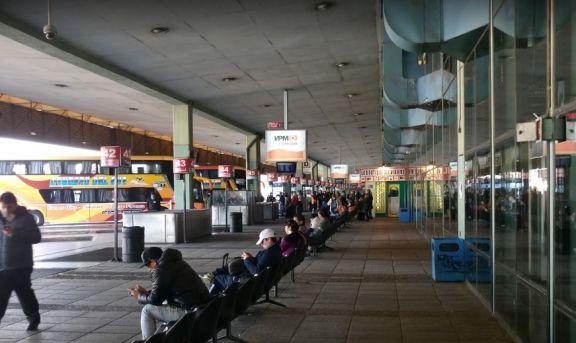 Viajes de larga distancia: con máximo de 37 pasajeros, sin refrigerios y con desinfección constante