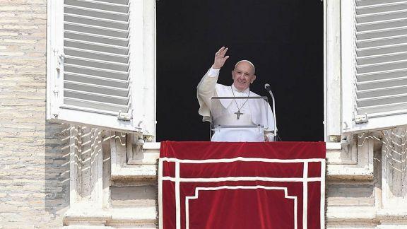 """Papa Francisco: """"Las personas homosexuales tienen derecho a estar en una familia"""""""