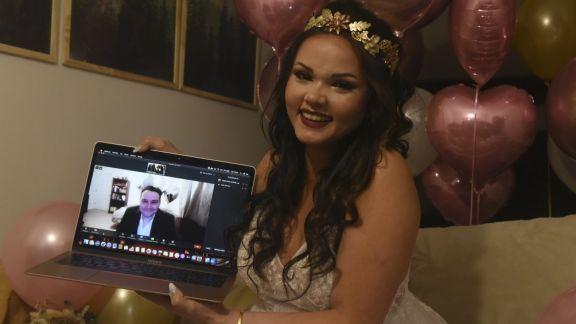 Ella en Rosario y él en EE.UU. dieron el sí en la primera boda virtual binacional por la pandemia