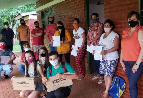 Alumnos de la zona rural recibieron netbooks