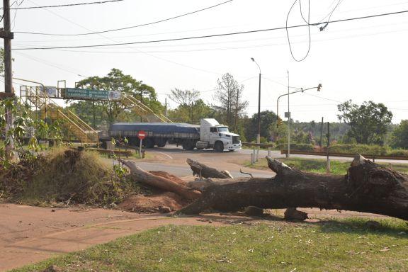Eldorado: Juntan firmas para que levanten retenes de calle Paraguay y avenida Formosa