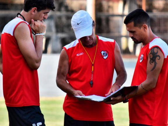 Darío Labaroni dejó de ser el entrenador de Guaraní