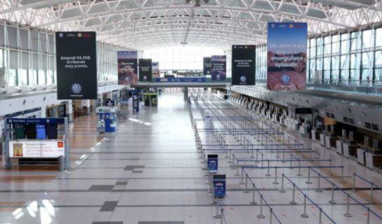 Permitirán el ingreso de turistas de países limítrofes por vía aérea y marítima