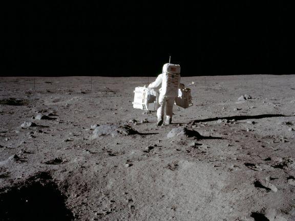 En la Luna hay más agua de la que se pensaba