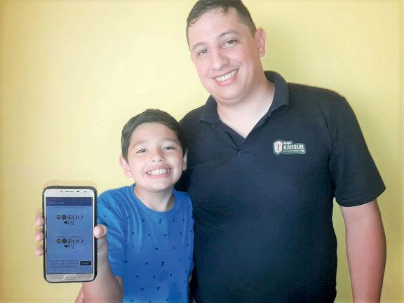 App que traduce charlas, obra de un niño de Andresito