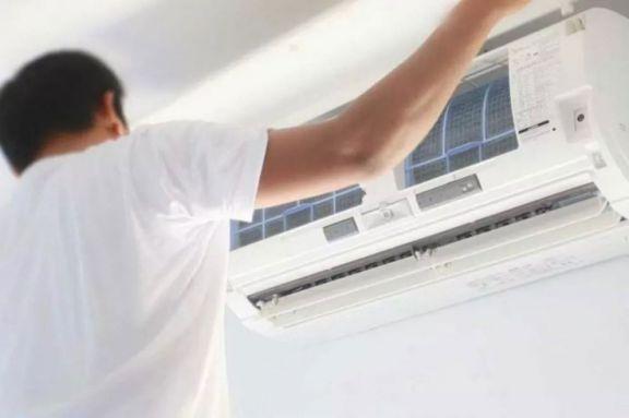 Aire acondicionado y Covid: sugieren siempre dejar una ventana abierta