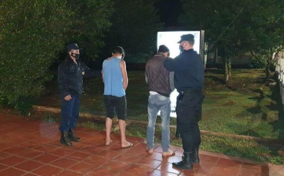 Colonia Aurora: dos hermanos detenidos por robar y agredir a un hombre