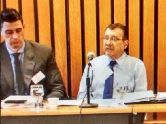 El ex juez Turraca Schou hizo silencio en el inicio del debate en el que lo acusan de abuso sexual de menores