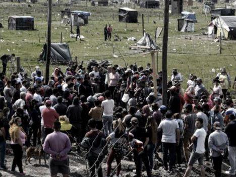 """Guernica: el fiscal dijo que el predio fue desalojado y que """"hay cerca de 35 detenidos"""""""