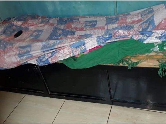 Abigail cumplió 5 años, se arrastra por no poder caminar y duerme sobre un ropero en Puerto Iguazú