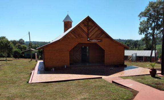 Andresito inaugura la primera capilla ecológica de la provincia