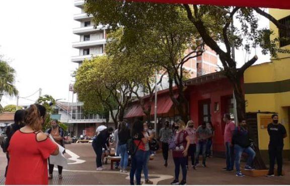Eldorado: representantes del Paseo de Compras protestan frente a la Municipalidad