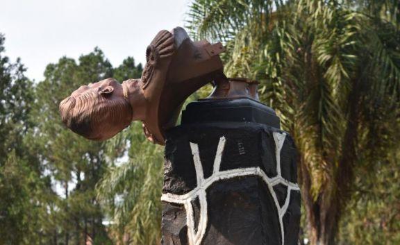 San Pedro: intentaron llevarse el busto de San Martín en una plaza