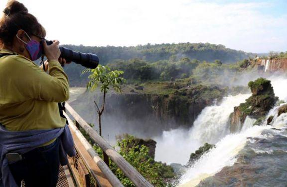 Analizan habilitar a Iguazú para recibir turistas internacionales