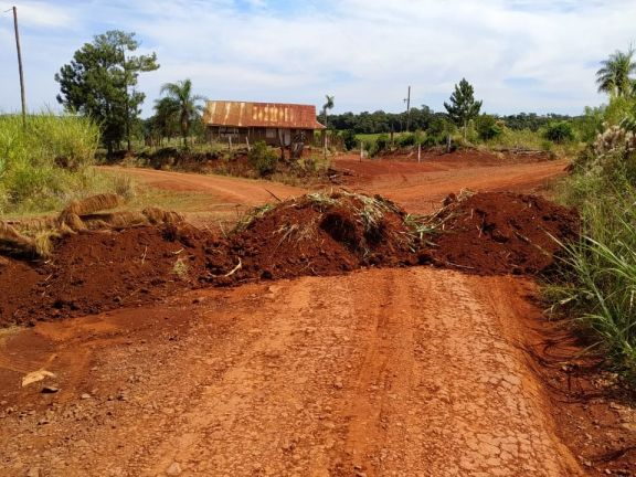 Caminos bloqueados, un perjuicio para los vecinos y productores en plena zafra tealera