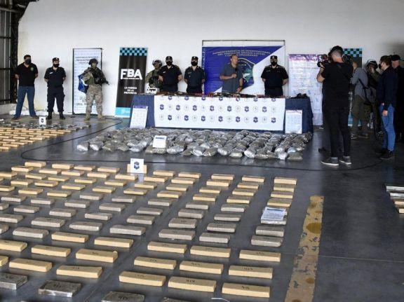 """En Claypole incautaron 2,2 toneladas de marihuana """"enfriada"""" en Misiones"""