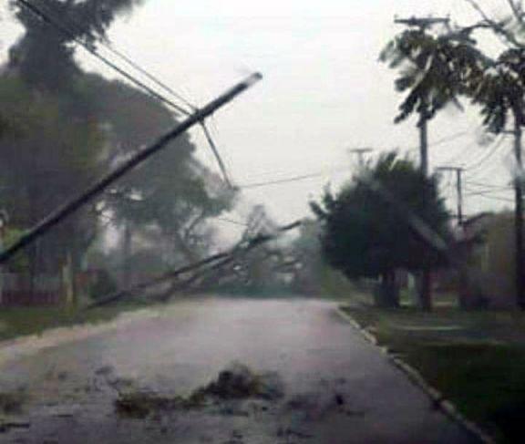 El temporal llegó con fuertes ráfagas de viento y afectó a Santo Tomé
