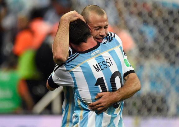 Emotivo mensajes en las redes de Messi y otros futbolistas para Mascherano
