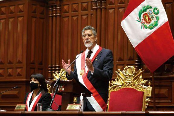 Sagasti juró como presidente de Perú