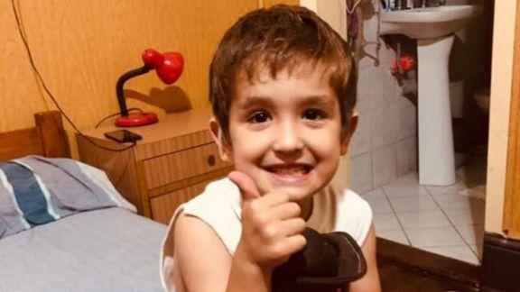 Tras intensa búsqueda en las redes León encontró sus audífonos