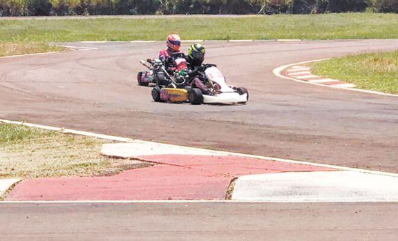 Con 20 kartings, se realizó en Posadas una nueva prueba cronometrada