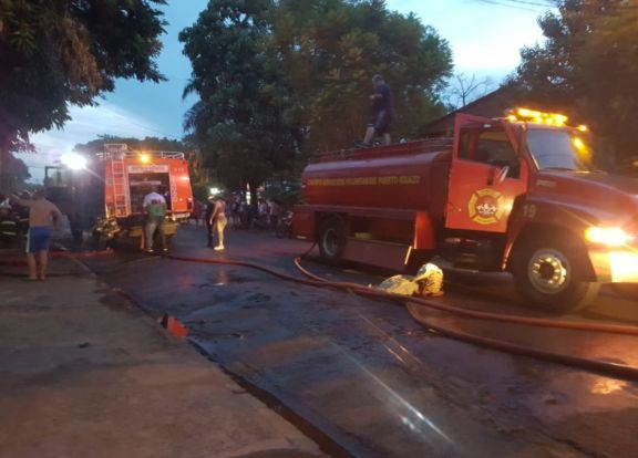 Iguazú: una familia se quedó con lo puesto tras incendiarse su vivienda