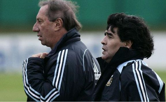"Carlos Bilardo no está al tanto de la muerte de Maradona: ""Le apagaron la TV"""
