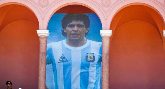 Maradona: el Gobierno dialoga con la familia, que se niega a extender la despedida