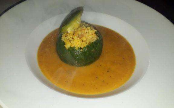 Increíble receta de cuenco de quinoa con sopa crema de zapallo y cúrcuma