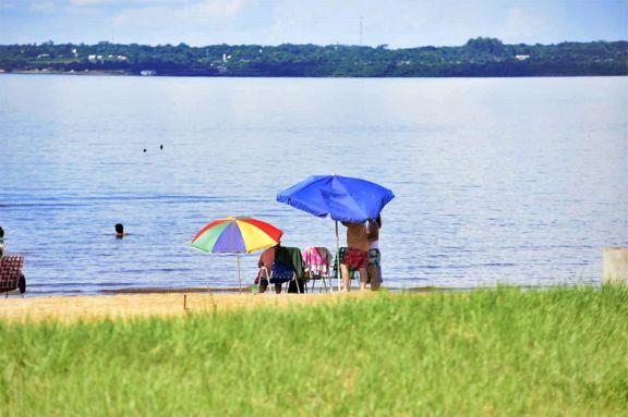 Habilitan playa de Miguel Lanús con burbujas sociales