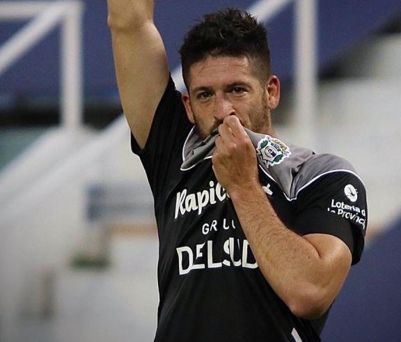 Con dedicatoria a Diego, Gimnasia venció a Vélez en Liniers