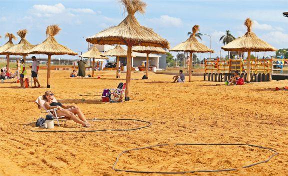 Disfrutar la playa en burbujas sociales
