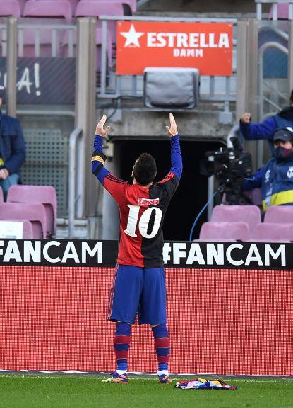 Barcelona y Messi homenajearon a Maradona en el Camp Nou