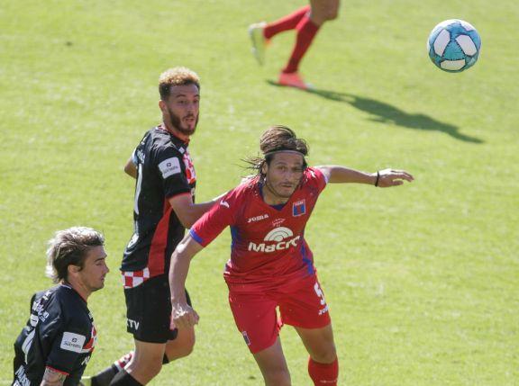 Tigre se llevó tres puntos de Tucumán en un partido con clima caliente dentro y fuera de la cancha