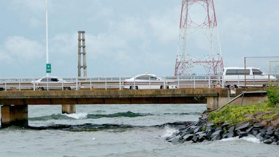 Por día, 70 paraguayos cruzan el puente San Roque González