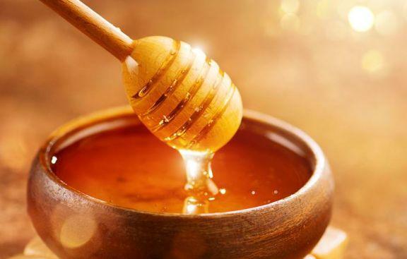 La ANMAT prohibió la venta de dos marcas de miel y una bebida