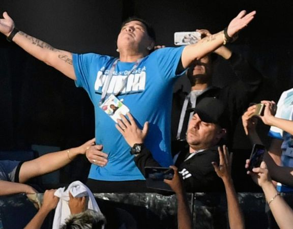 Tras la muerte de Maradona, ganaron todos sus equipos